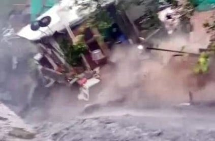 houses crumble as drain in delhi after heavy rain video
